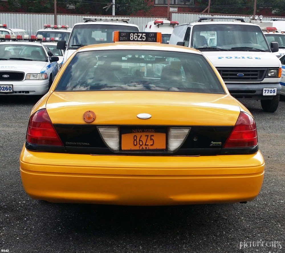 2008 Ford Crown Victoria Exterior: Ford Crown Victoria Yellow 2008
